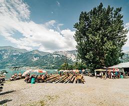 Brienzersee Rockfestival Umgebung Festbänke Wasser Berge