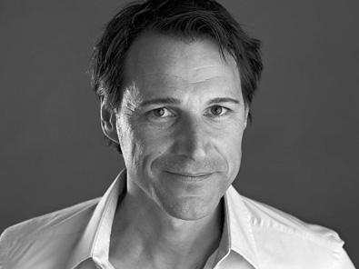 Rolf Dobelli Porträt Grau Weiss