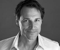 Rolf Dobelli Portrait Gesicht Grau Weiss