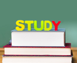 Study auf Bücherstapel